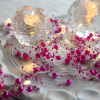 Guirlande perle rose sur piles