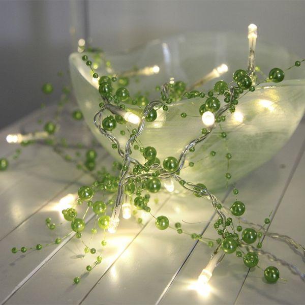 Guirlane perle verte sur piles
