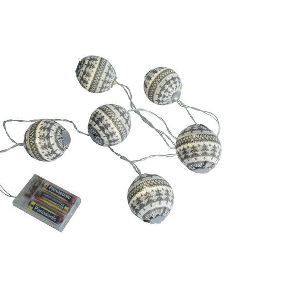 Guirnalda led de lana gris en las baterías