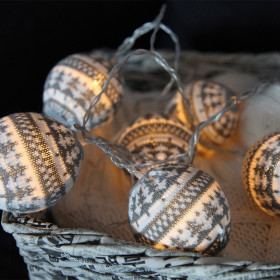 Guirlande led laine grise sur piles
