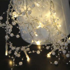 Guirlane perle blanche sur piles
