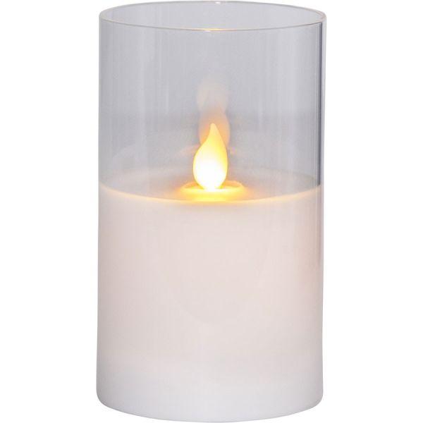Bougie en cire blanche avec flamme vacillante