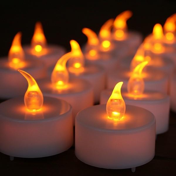 Décoration d'une table avec des bougies LED